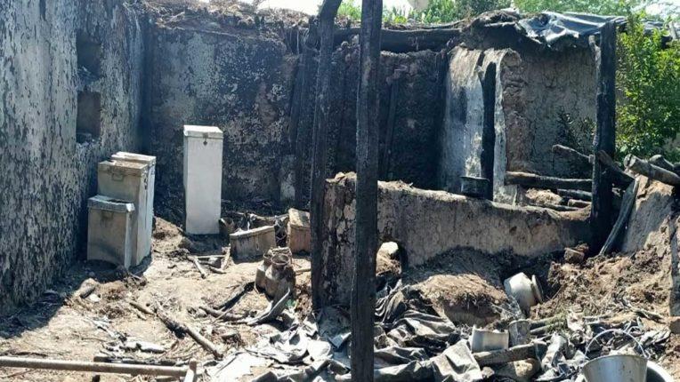 गैस विस्फोट से घर जलकर खाक