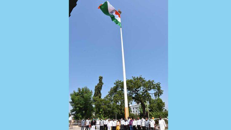 100 फीट ऊंचे राष्ट्रीय ध्वज का उद्घाटन