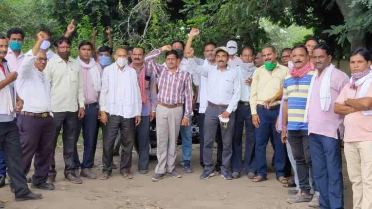 8 picket movement against central anti-labor policies
