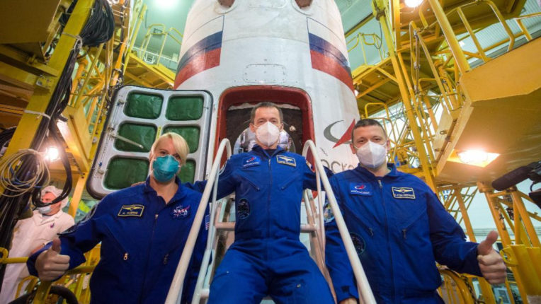 American and Russian astronauts leave for International Space Station