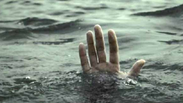 Boat pelted in Indravati river, 15 with 10 women washed away