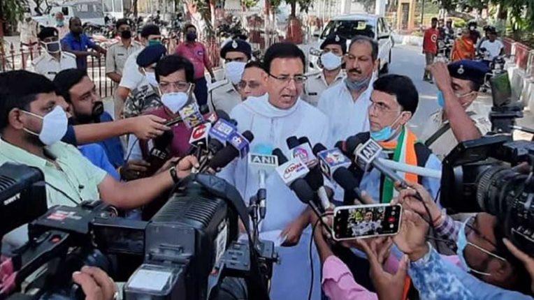 बिहार कांग्रेस के नेताओं ने राज्यपाल से की मुलाकात, नीतीश सरकार को बर्खास्त करने की मांग की
