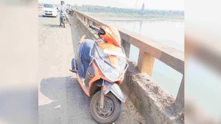 Couple jumped into Wainganga River