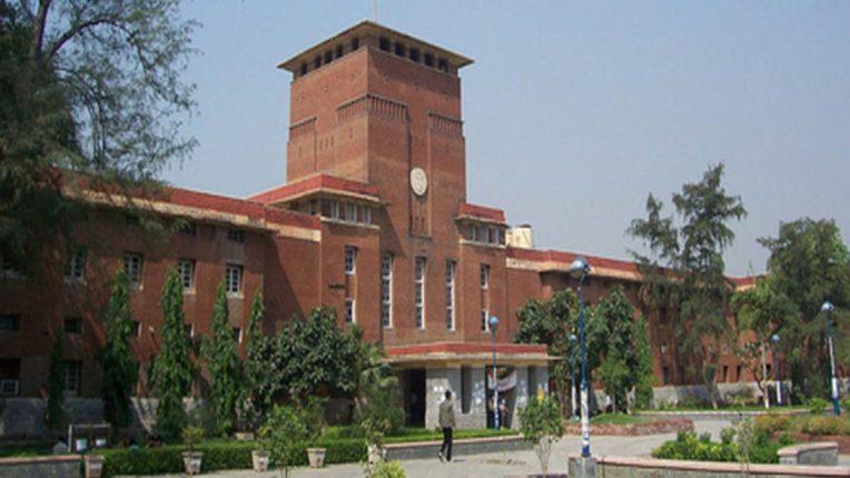 दिल्ली यूनिवर्सिटी में प्रवेश के लिए ऊंचा कट ऑफ रखने का छात्र संगठनों ने किया विरोध