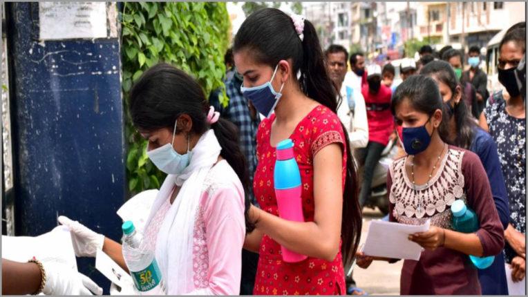 बाधाओं के बावजूद इन 379 लड़कियों ने क्रैक की NEET 2020 की परीक्षा
