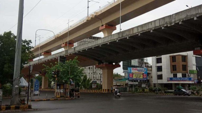 लेट लतीफी : वर्धा रोड पर नव-निर्मित डबल डेकर रोड का मामला