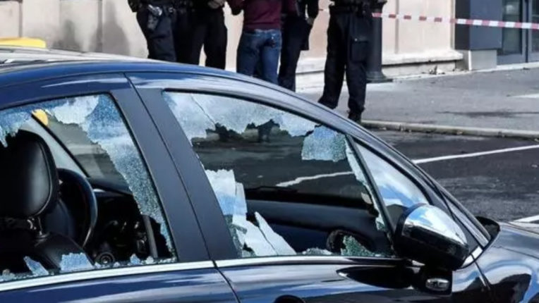 Fireworks attack on police station in France with firecrackers
