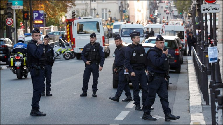 Furious people attacked police station in France