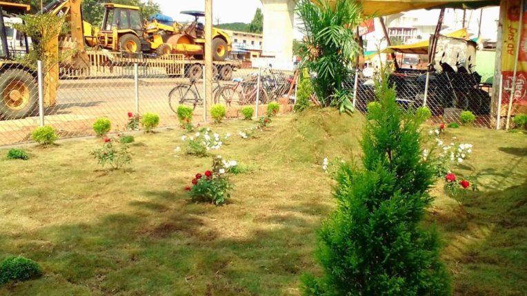 साकोली की सीईओ ने दो दिनों में तैयार किया हरा-भरा बगीचा