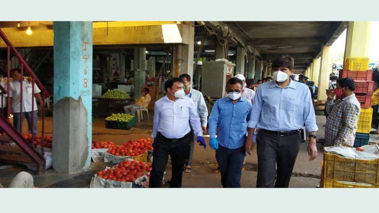 मनपा आयुक्त ने किया एपीएमसी का दौरा
