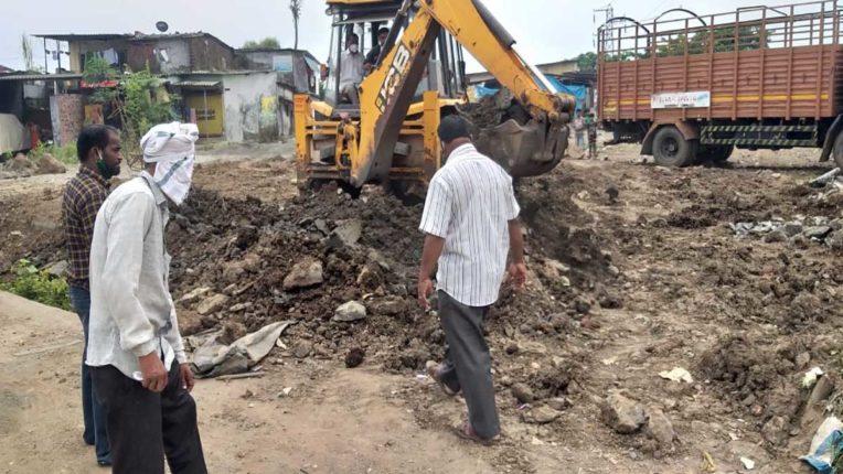 अवैध निर्माण पर चला नपा का बुलडोजर, दर्जनों फाउंडेशन व 5 दुकानें ध्वस्त