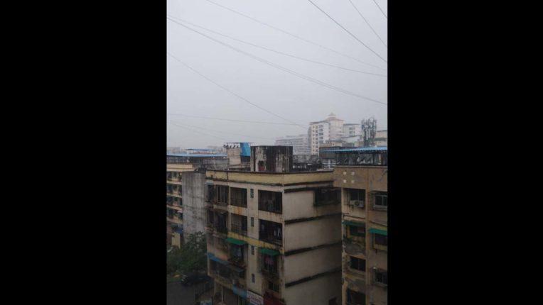 अचानक बरस उठे बादल