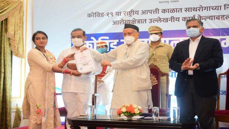 महाराष्ट्र के राज्यपाल के हाथों उल्हासनगर के 3 कर्मचारी सम्मानित