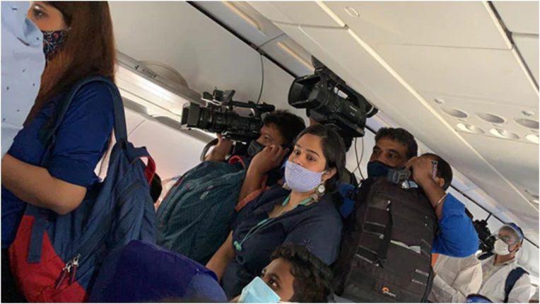 कंगना रनौत की फ्लाइट में मडियाकर्मियों ने तोड़ा नियम, इंडिगो ने लगाया बैन