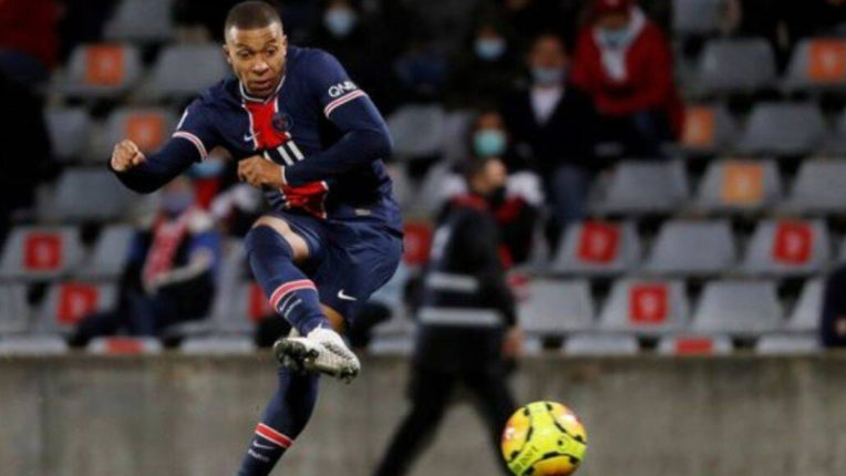 PSG beat Nimes 4–0, star striker Mbappe scored 2 goals
