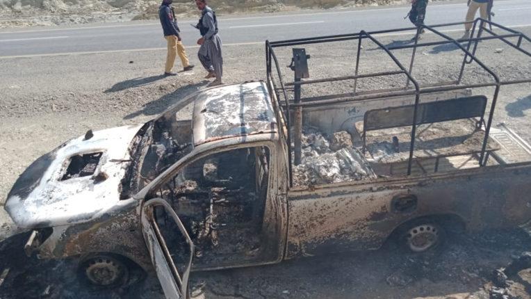 पाकिस्तान में तेल कंपनी के काफिले पर आतंकवादियों का हमला, 14 लोगों की मौत