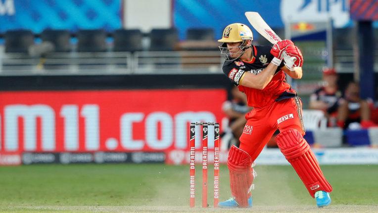 डिविलियर्स के ताबड़तोड़ अर्धशतक से रॉयल चैलेंजर्स बेंगलोर सात विकेट से जीता