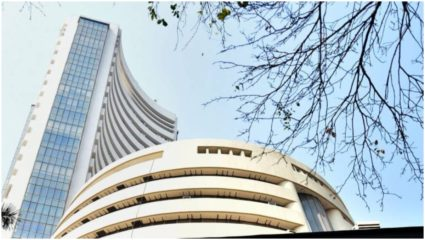 Stock market suffers from rising Corona transition in the country, Sensex drops 870 points