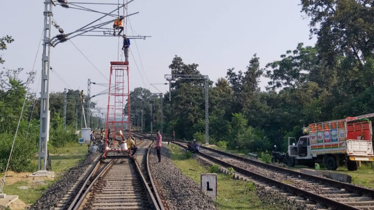 तुमसर-तिरोड़ी अंग्रेज कालीन रेलवे लाइन का हो रहा है विद्युतीकरण