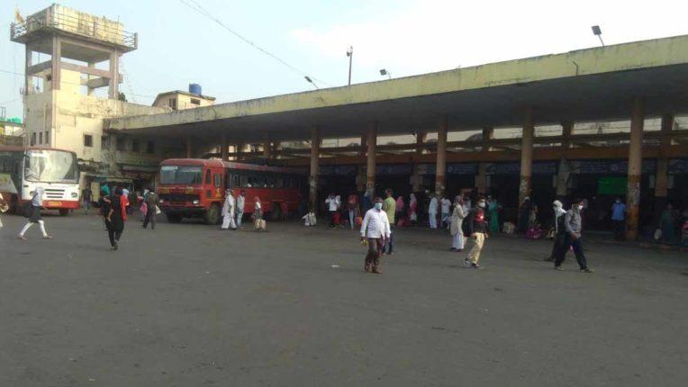 एसटी बसों को यात्रियों की प्रतीक्षा, अनलॉक में भी स्थिति सामान्य नहीं