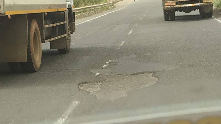 भंडारा नागपुर सफर हुआ मुश्किल, क्षतिग्रस्त सड़क की वजह से रफ्तार हुई धीमी