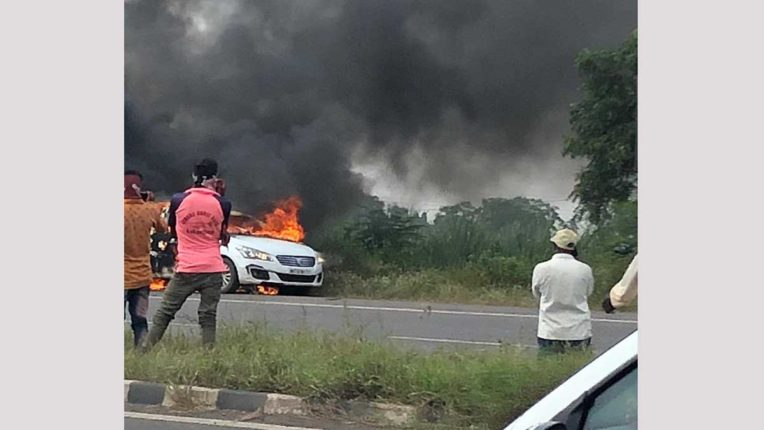 कार में लगी आग, किसान की झुलस कर मौत