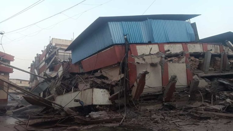 भिवंडी में मोंजिनीस बेकरी की दीवार गिरी, कोई जनहानि नहीं