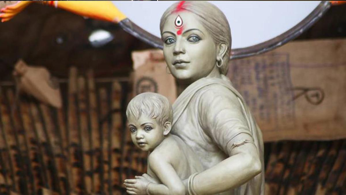Kolkata's Ma Durga idol depicts hardship faced by migrant labourers during  lockdown | कोलकाता में दुर्गा पूजा का अनोखा पंडाल, लॉकडाउन में महिला  मजदूरों का संघर्ष दर्शाया | Navabharat ...