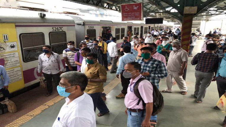 सवा 2 घंटे ठप रही मुंबई लोकल