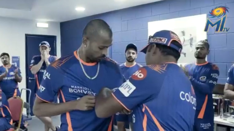 loss-against-rr-mi-coach-gives-dressing-room-man-of-the-match-to-hardik
