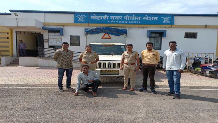मानपाड़ा में चोरी बोलेरो चोर सहित जब्त