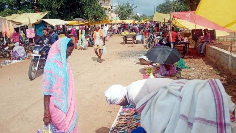 धानोरा के गुजरी बाजार में  सोशल डिस्टन्सिंग की धज्जियां