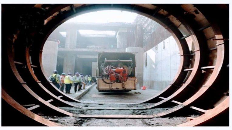 मेट्रो-3 मार्ग पर पटरी बिछाने का काम शुरु