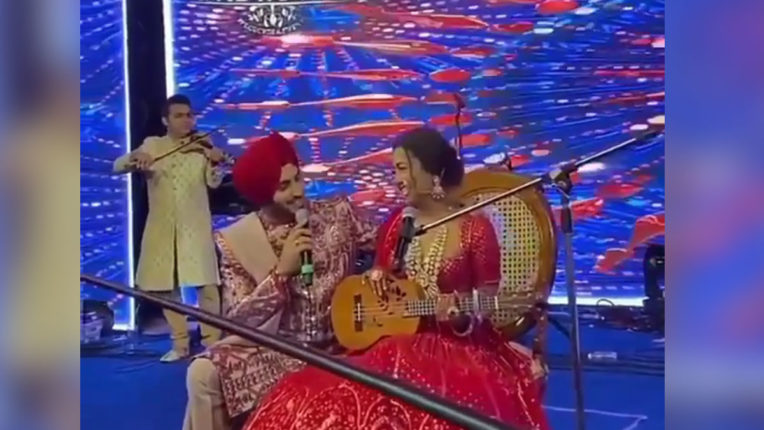 neha-kakkar-special-performance-for-husband-rohanpreet-singh-watch-video