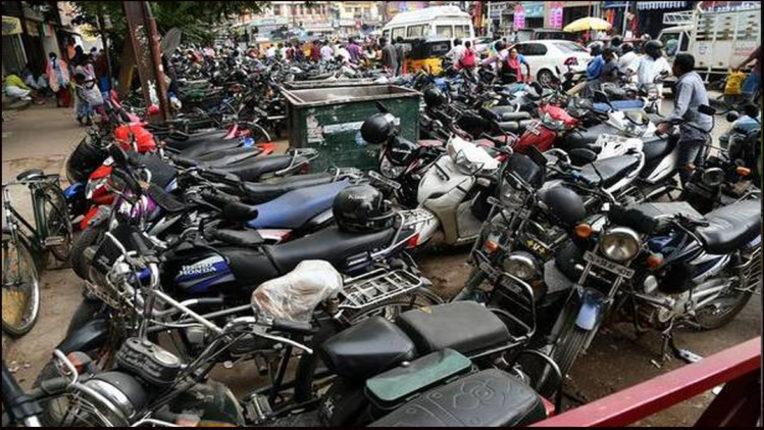 शहर में पार्किंग का अभाव, आवागमन की समस्या