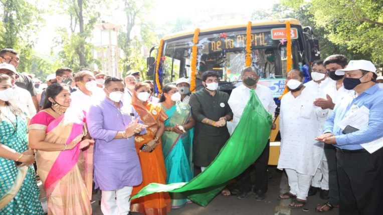 'पीएमपी अटल योजना' के तहत आम लोगों के लिए पुणे-पिंपरी में बस सेवा शुरू