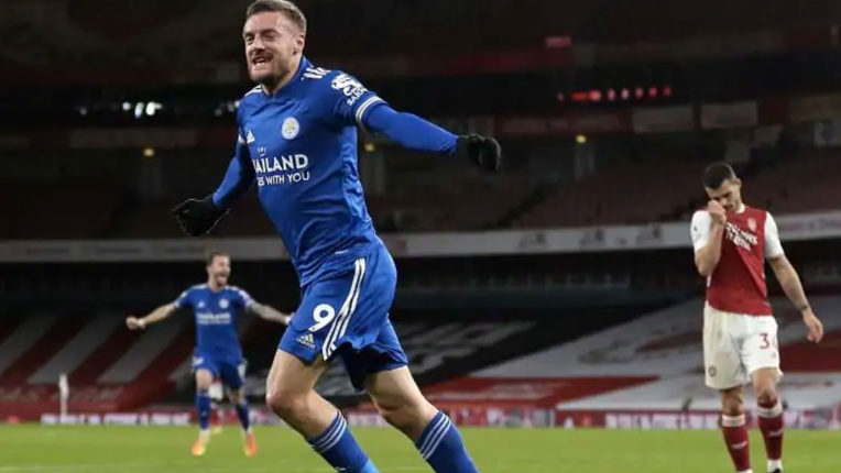 premier-league-jamie-vardy-seals-victory-for-leicester-against-arsenal-wolves-newcastle-share-points