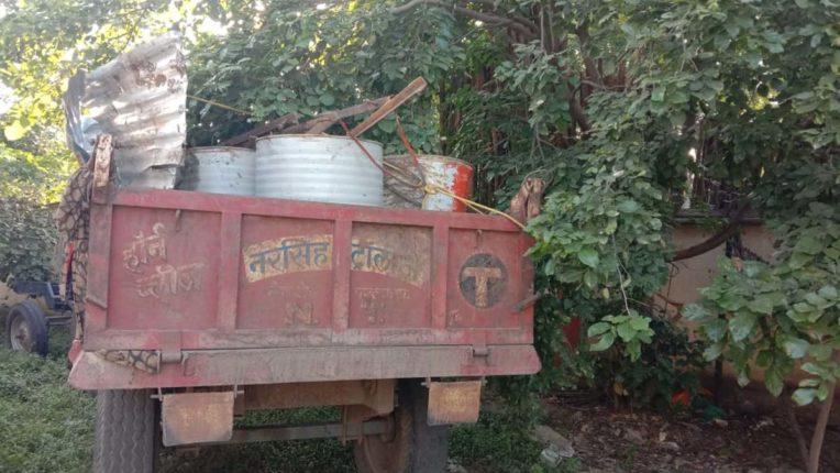 कांदेगाव रेती घाट से ट्रैक्टर जब्त