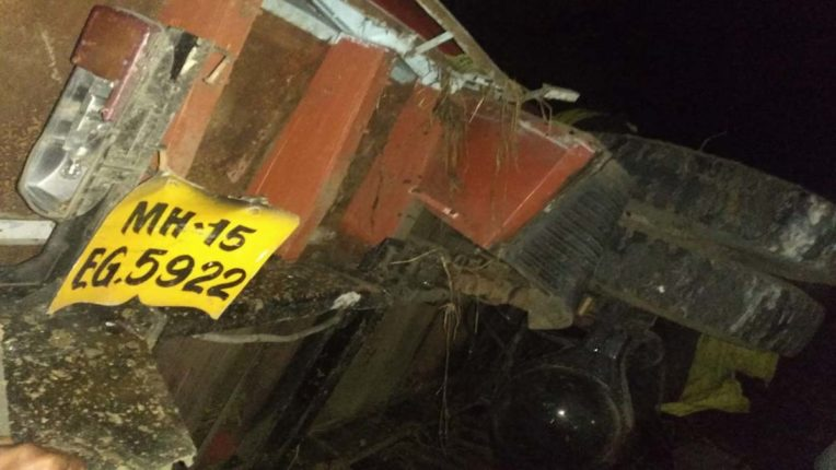 ट्रक घाटी में गिरा, 1 की मौत, 2 घायल