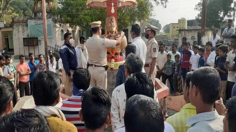 शिवाजी प्रतिमा की अवमानना, पुलिस ने संभाली स्थिति