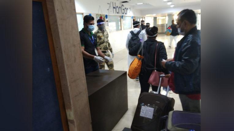 Airport passengers Corona