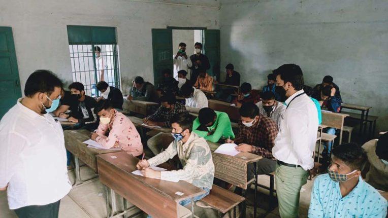 मुफ्त पुलिस भर्ती पूर्व प्रशिक्षण परीक्षा, हजारों युवक-युवतियों ने लिया हिस्सा