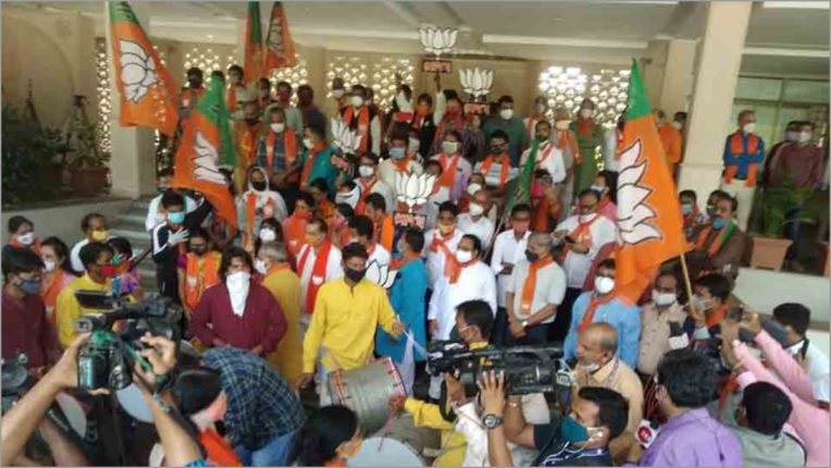 BJP and SP candidate in six seats ahead in Uttar Pradesh by-election