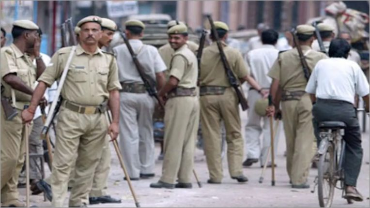 बुलंदशहर के एसएसपी ने एक उपनिरीक्षक को निलंबित, दो अन्य का तबादला किया