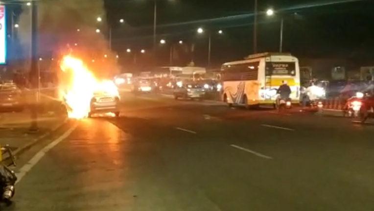 Watch 'The Burning Car' at a Mumbai highway
