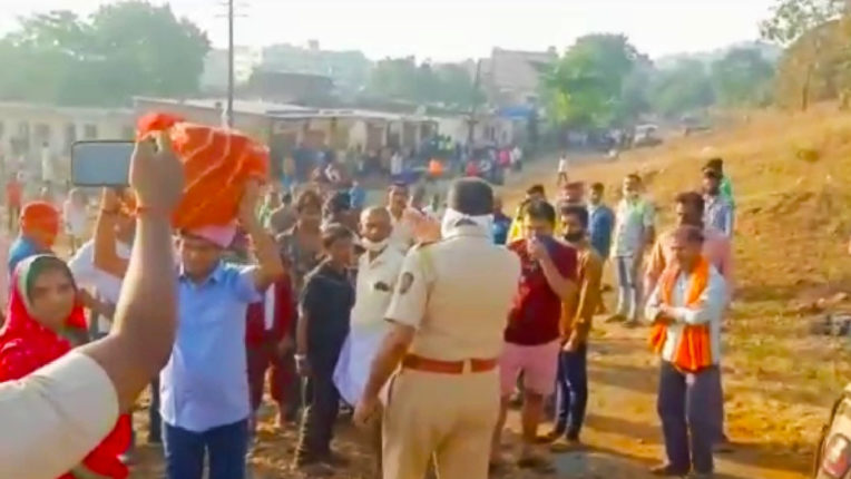 Several people gathered to perform Chhath Puja in Virar, police sent them back