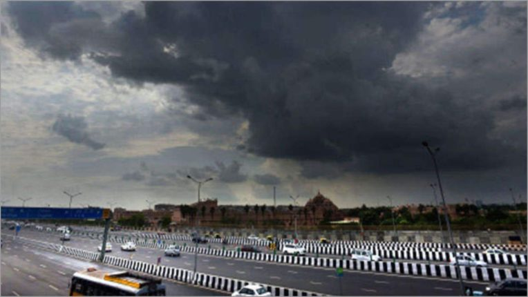 Cloudy in Delhi raises minimum temperature