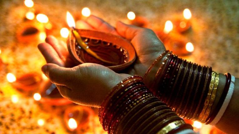 यहां मनाई जाती है खास तरह की दिवाली, गंगा में डुबकी लगाने पहुंचते हैं भगवान