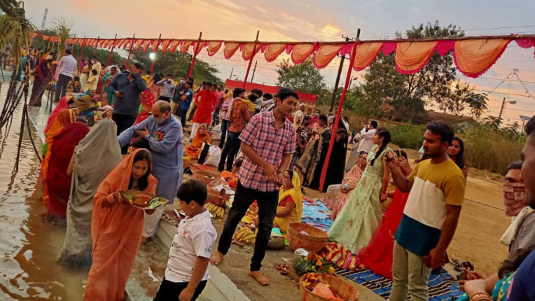 Four-day Chhath festival complete with morning prayers