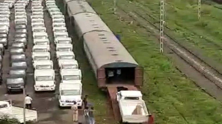 मध्य रेल पर ऑटोमोबाइल्स के 145 रेक की रिकार्ड लोडिंग
